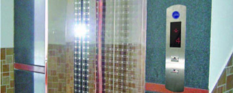 Khung bả rộng : inox gương. Cánh cửa : inox gương hoa văn (CW002)