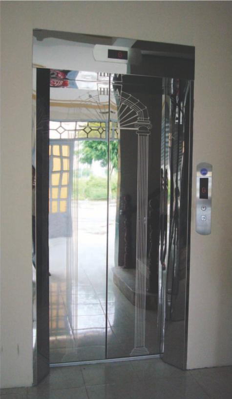 Khung bản rộng có hộp đèn : inox gương. Cánh cửa : inox gương hoa văn kiểu khung cửa